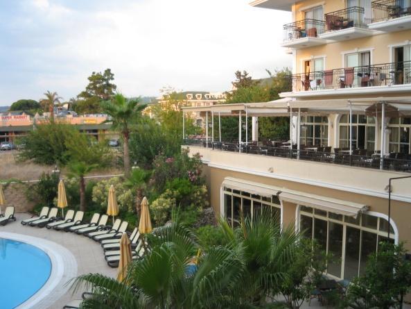 Двор отеля L'Oceanica