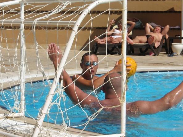 Водное поло в бассейне отеля L'Oceanica