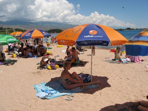 Пляж пансионата Золотые пески Иссык-Ку
