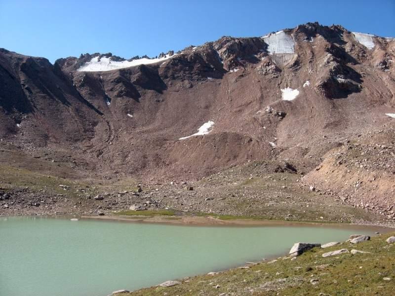 Перевал Титова (3630 м 1А ), пик Титова (3871 м), моренное озеро