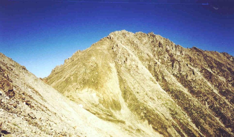 Пик Большой Алматинский (1а, 3680 м). Вид со стороны перевала Жусалы-Кезен