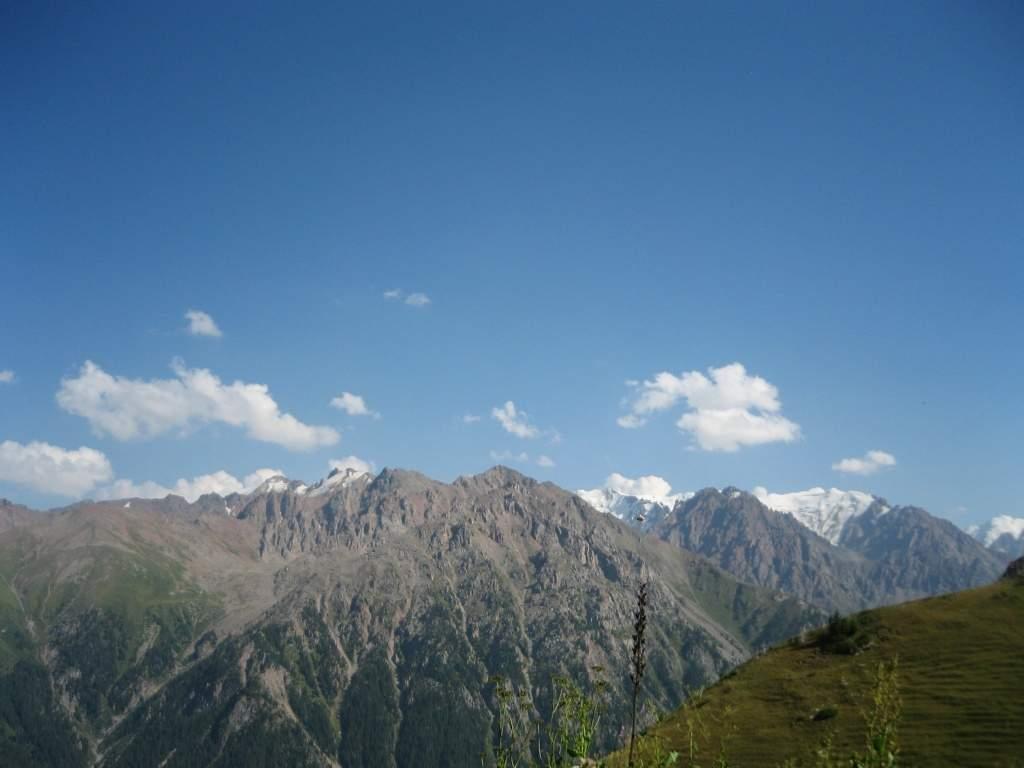 Вид на ущелье Левого Талгара с Бутаковского перевала