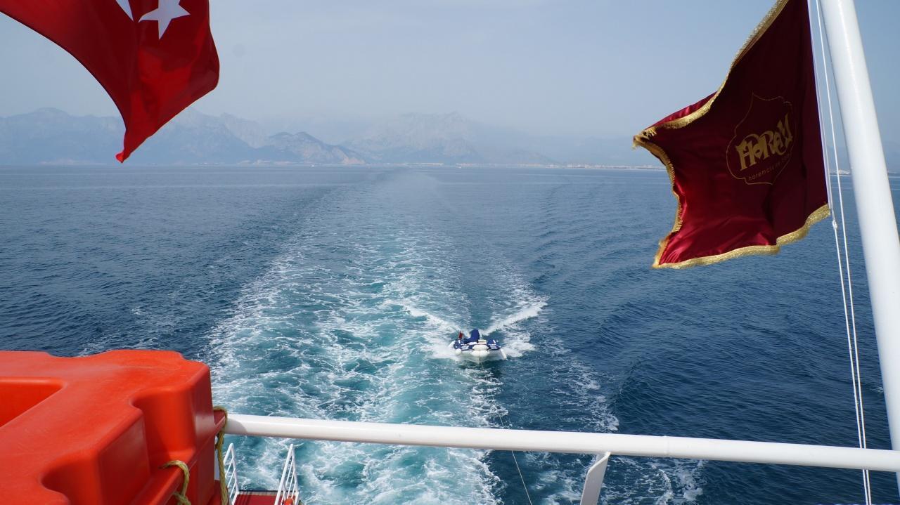 Яхта Harem идет к водопаду Карпузкалдыран
