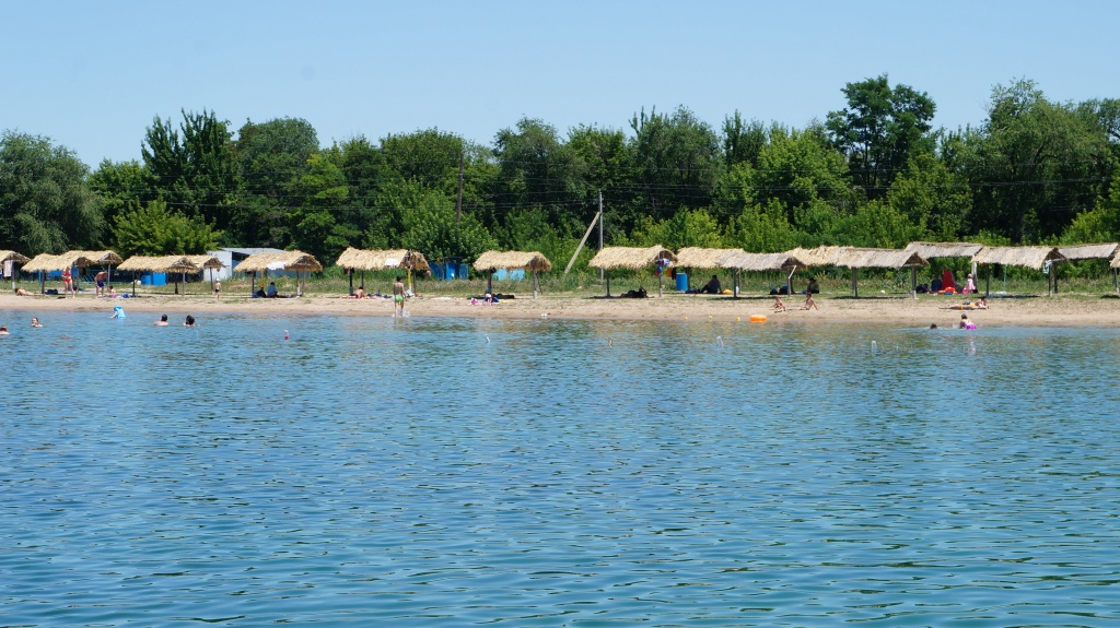 Пляж на зоне отдыха Бастау