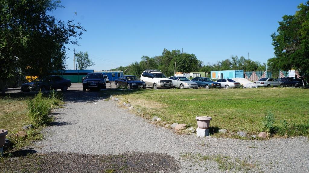 Парковка на зоне отдыха Бастау
