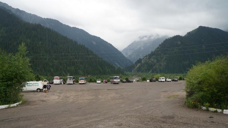 Автостоянка на озере Иссык