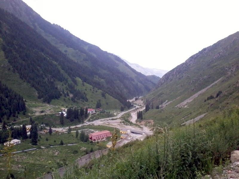 Вид на Большое Алматинское ущелье