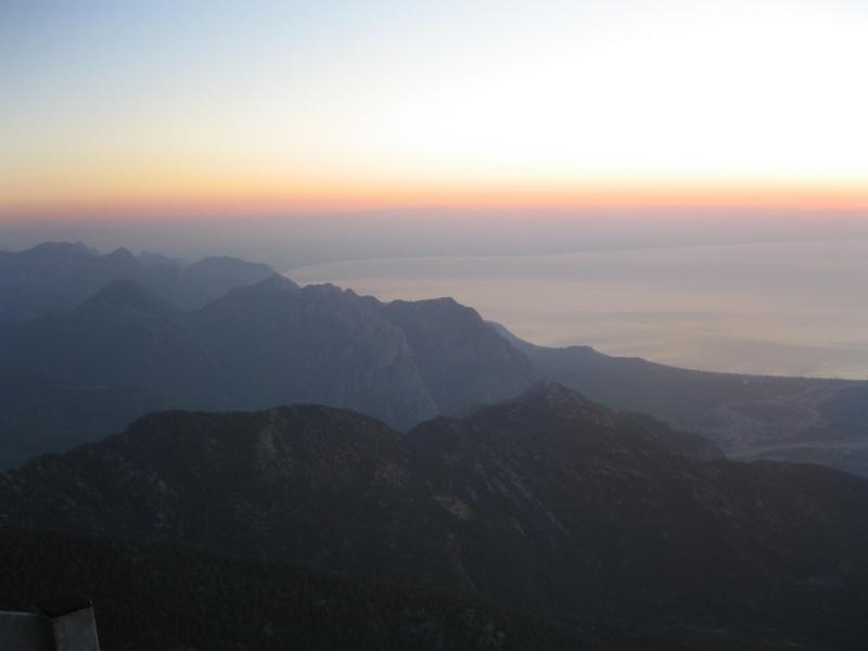 Встреча рассвета на горе Тахталы