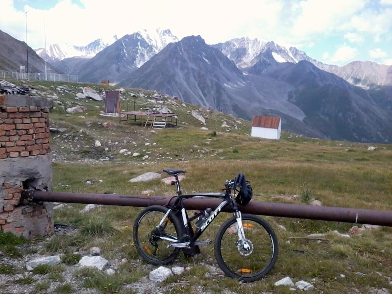 Вид на горы ущелья Проходного с перевала Жосалы Кезен