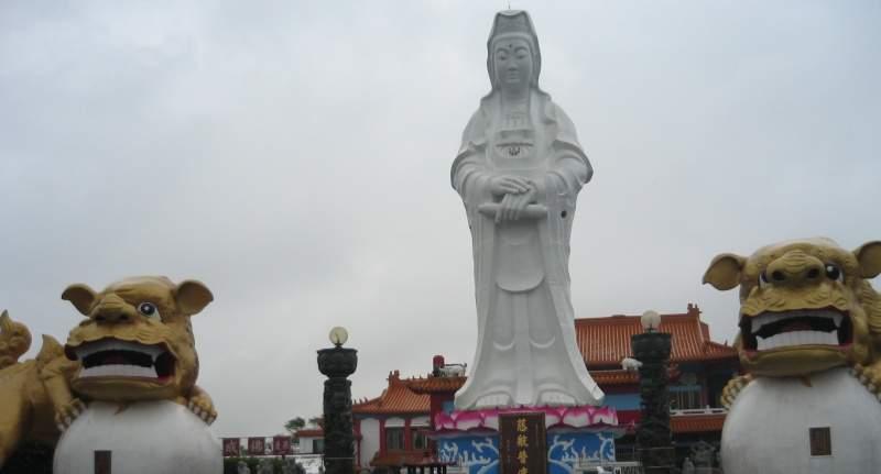 Статуя Гуань Инь - буддийской богини милосердия