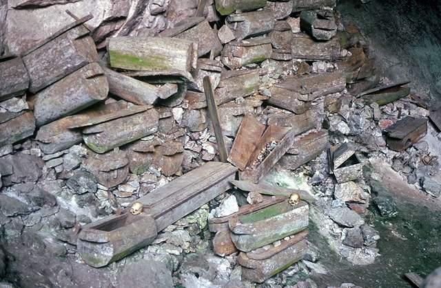Висячие гробы и пещеры Сагады