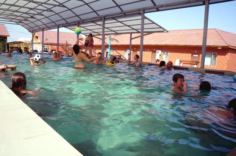 Открытый бассейн в зоне отдыха Мираж