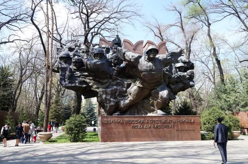 Мемориал Славы в парке 28 гвардейцев панфиловцев