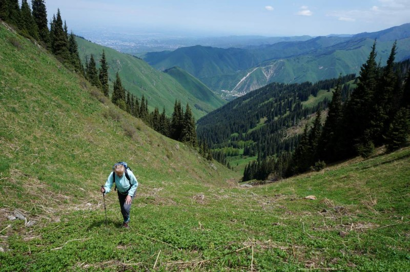 Затяжной, крутой подъем на перевал Каскабас (2550 м)
