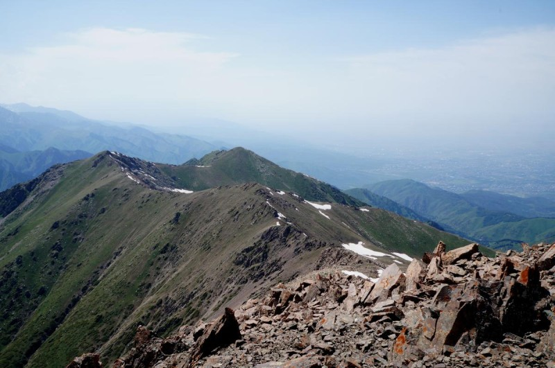 Вид на гору Юный геолог с пика Терешковой