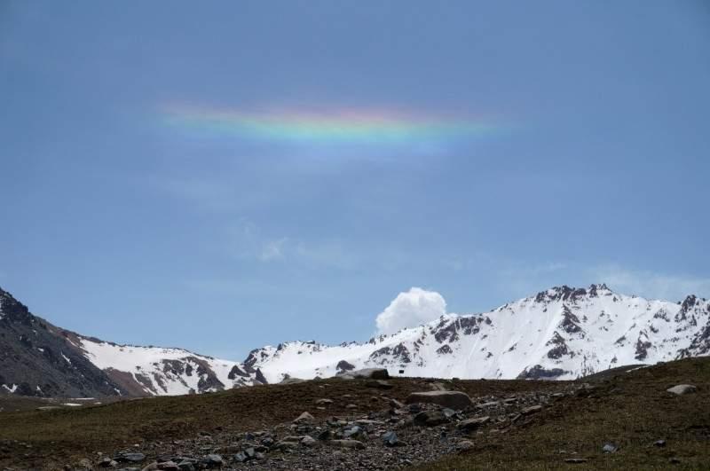 Горизонтальная радуга (гало) над пиком Титова