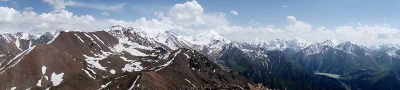 Панорама гор Заилийского Алатау с пика Терешковой