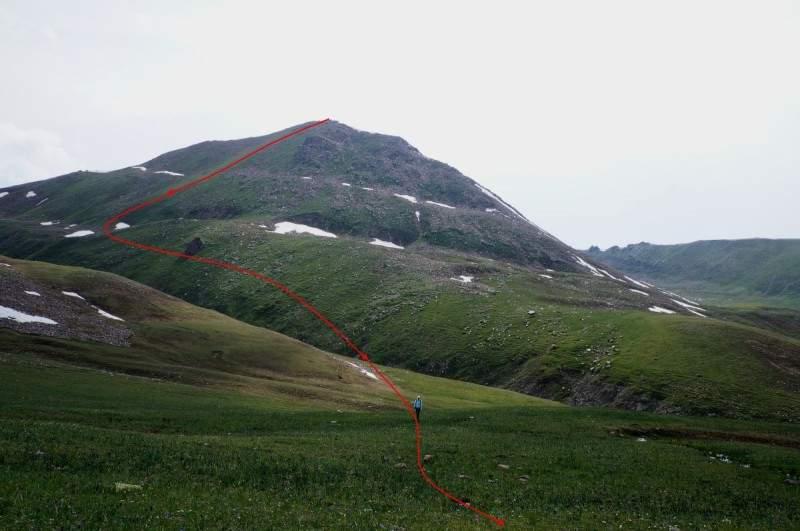 Спуск с пика Терешковой к перевалу Трапеция