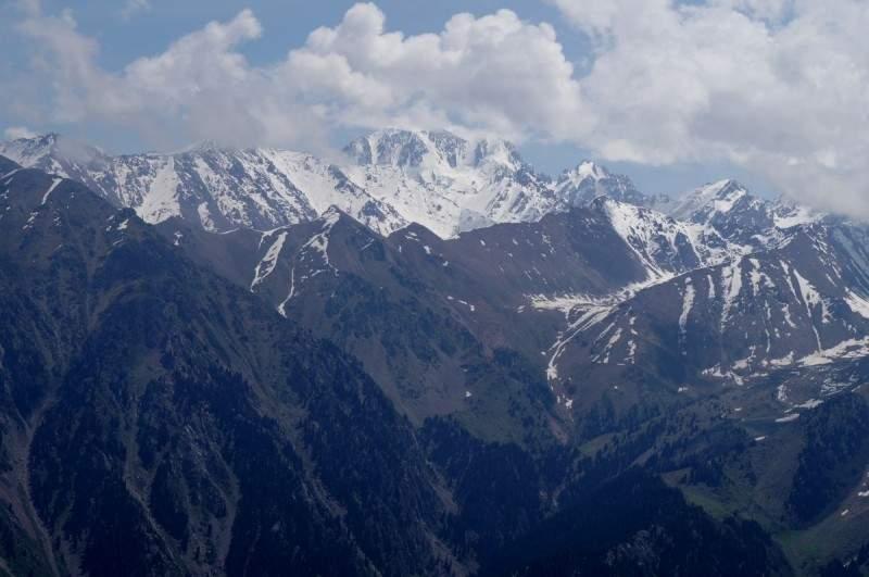 Вид на пик Талгар (4973 м) с Бутаковского гребня