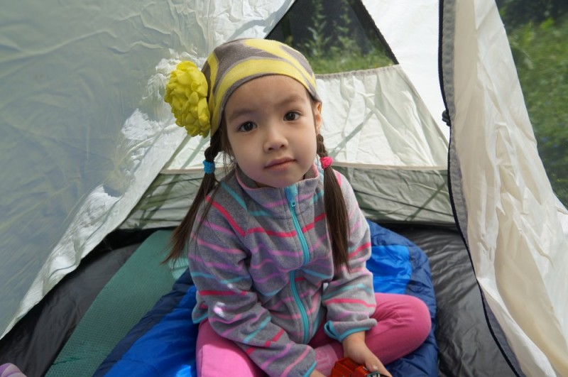 Ребенок в палатке