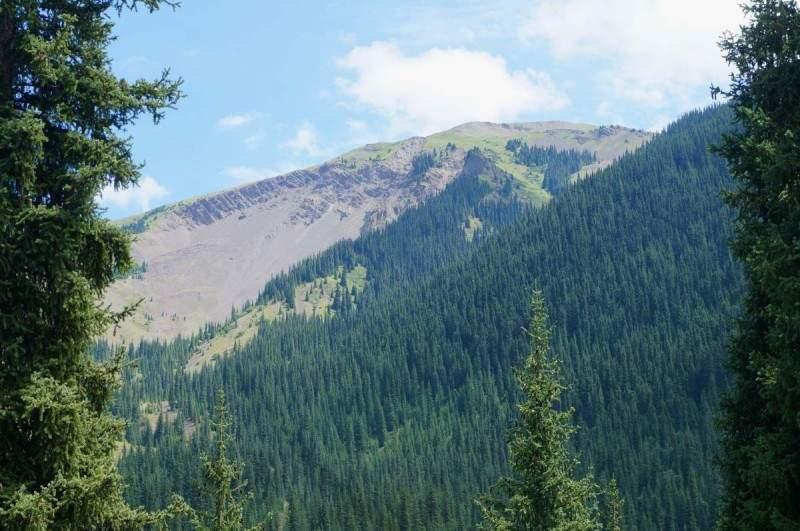 Гора, которая разрушилась в результате мощнейшего Кеминского землетрясения 1911 года