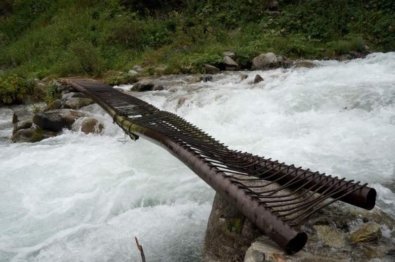 Мост через реку Проходную в районе санатория Алмаарасан