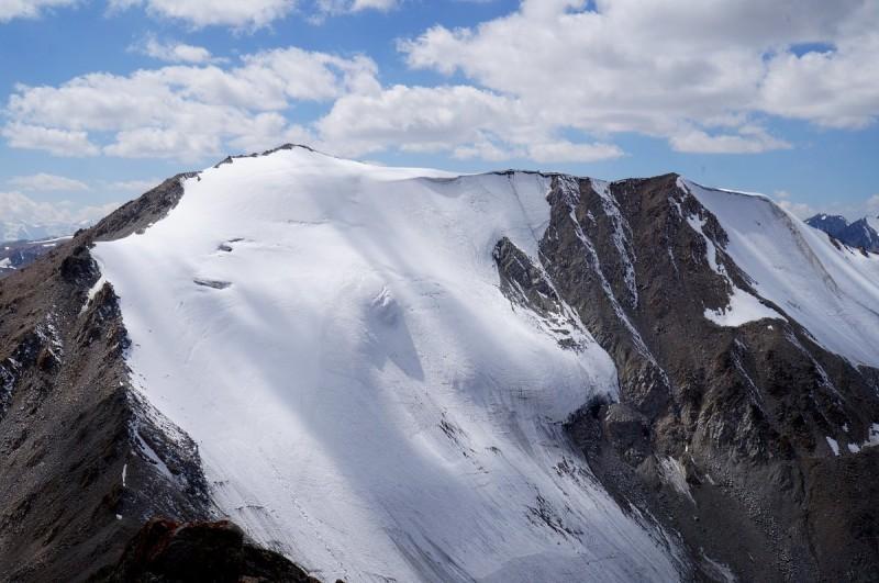 Гора Карнизная (4075 м)