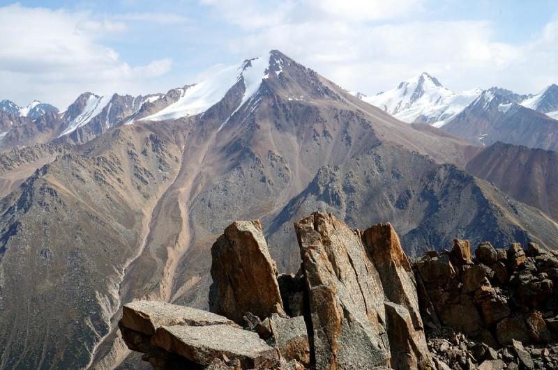 Вид на пик Советов с пика Крошка (3722 метра)