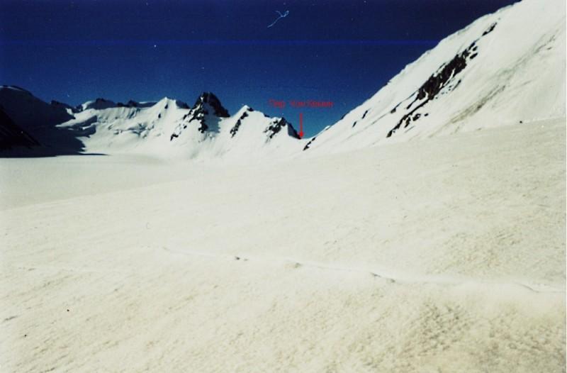 Перевал Чон Кемин, 1Б*, 4090 м со стороны ледн. Жангырык