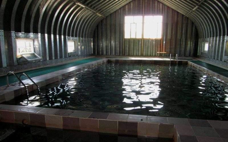 Крытый бассейн в зоне отдыха Деревушка