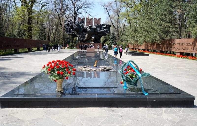 Вечный огонь в Парке 28 панфиловцев, Алматы
