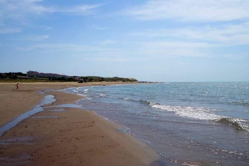 """Настоящий пляж"", Капчагай"
