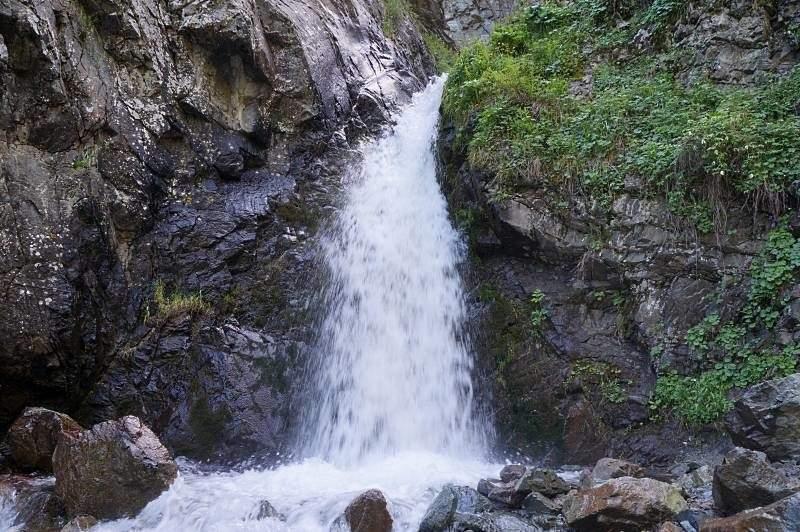 Первый водопад в ущелье Аюсай