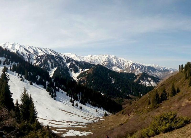 Вид с перевала Лесной весной