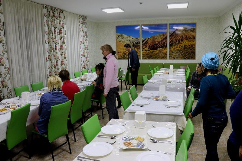 Столовая в гостинице Айгай кум в Алтын Эмеле