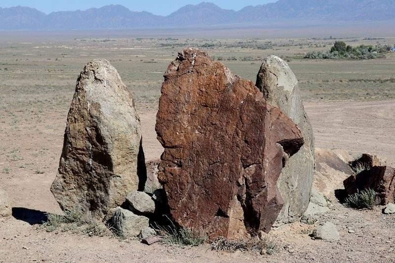 Камни Ошактас в Алтын Эмеле