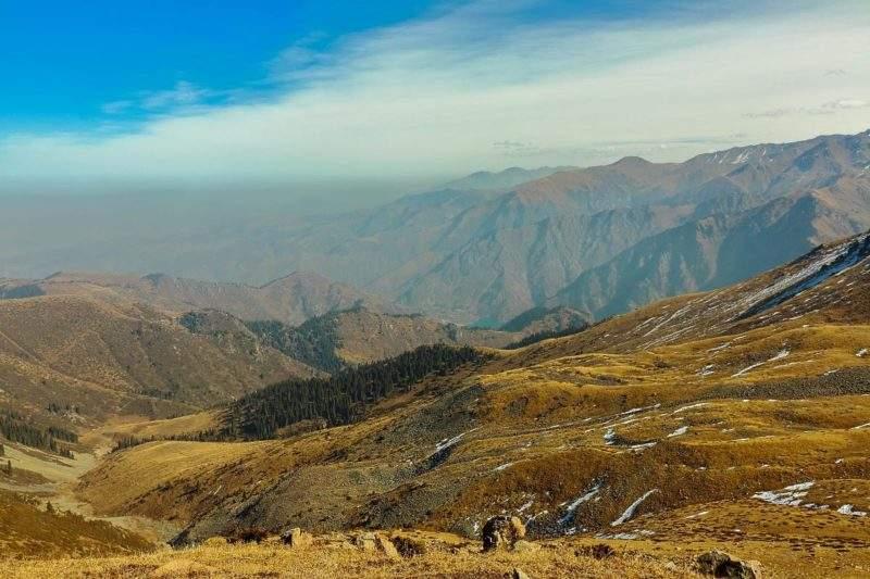 Иссыкское озеро, вид с горы 3088 м, Акбулак