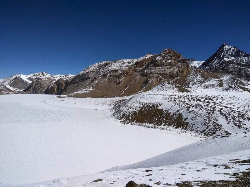 Озеро Тиличо, покрытое льдом