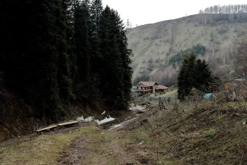 Выход на дорогу в Кимасаровском ущелье с Кимасаровского перевала
