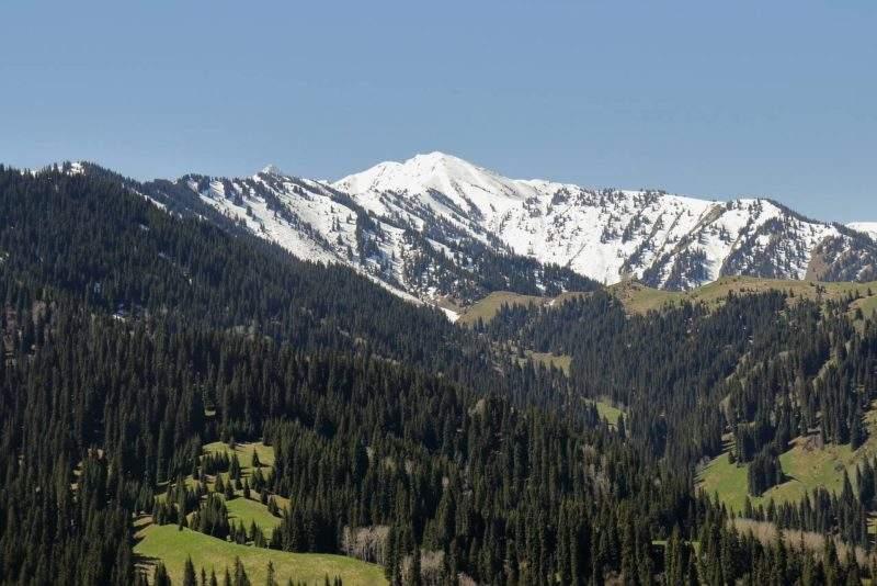 Пик Букреева со стороны подъема на плато Актас