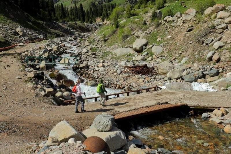 Мост через Малую Алматинку к альплагерю Туюксу