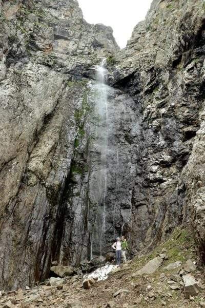 Черный водопад