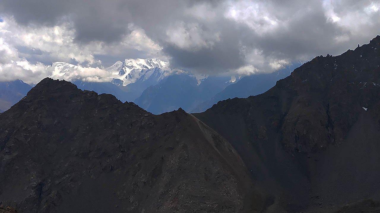 Вид на юг с горы Кыз-Емшек